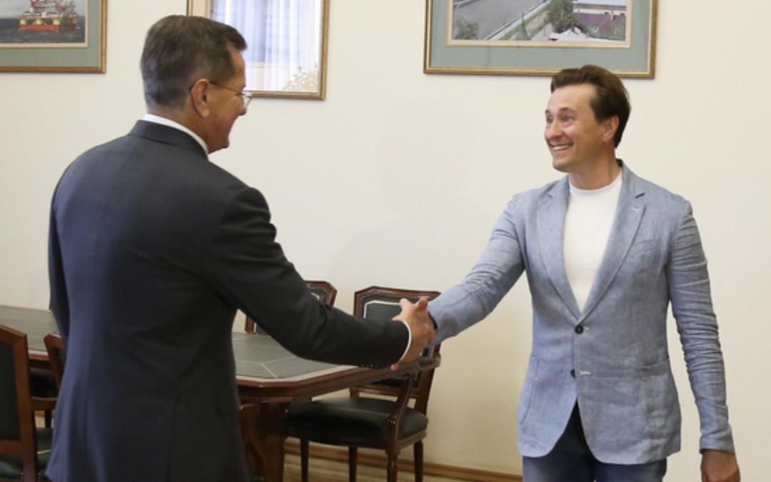 Сергей Безруков встретился с губернатором Астраханской области Александром Жилкиным